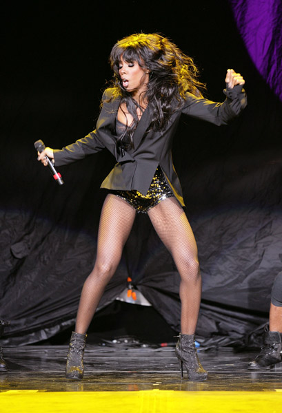 Kelly Rowland and her killer legs were spotted performing at the FAME