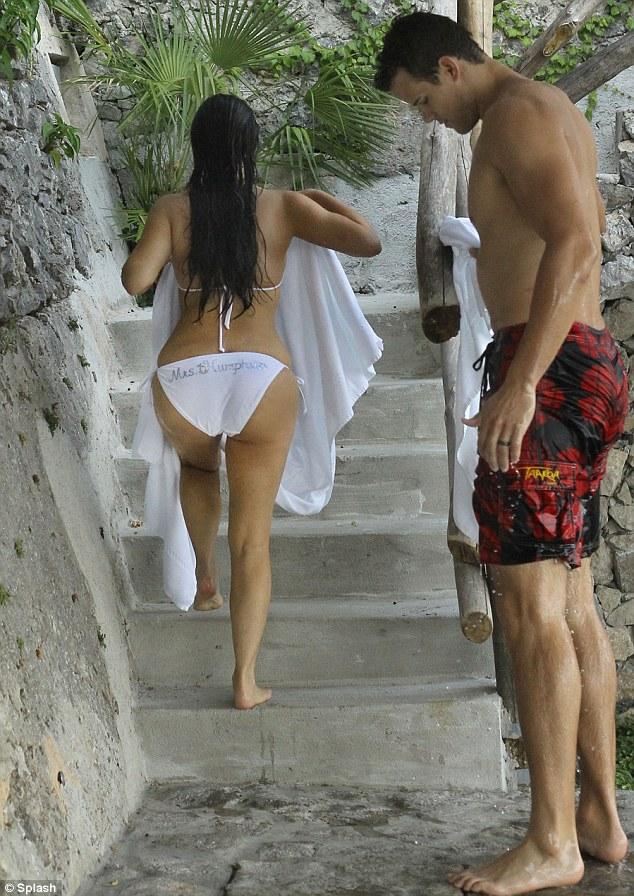 Stop & Stare : Kim Kardashian Wears Humphries On Her A* ...