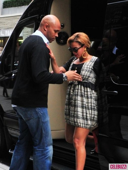 Spotted Stalked Scene Beyonce Amp Her Cute Bodyguard