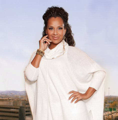[Exclusive] Church Pew Hustlin' :: Is LisaRaye Dating A Well-Known Pastor?
