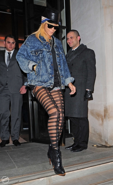 Haute or Hot A** Mess :: Rihanna's Ripped Pantyhose + Fans ...
