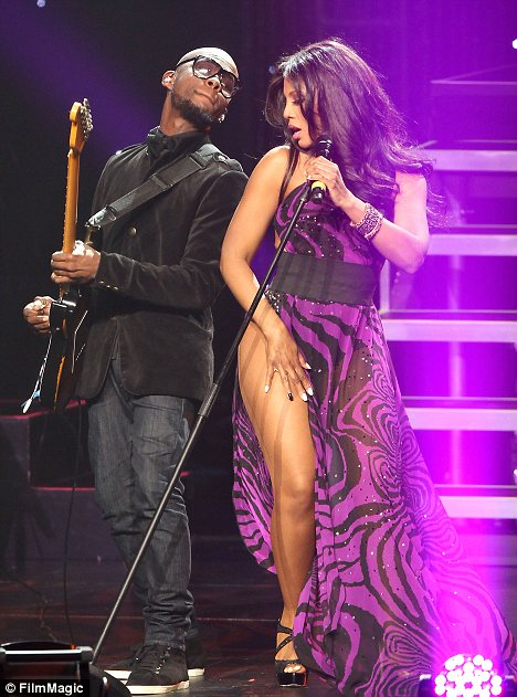 Pix Flix Kelly Rowland's Killer Legs Take the