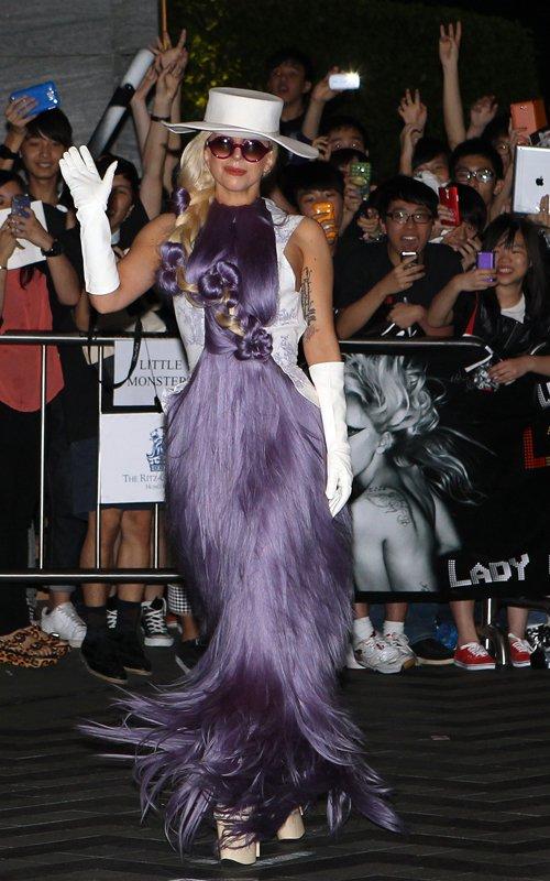 Платье из волос от леди гага