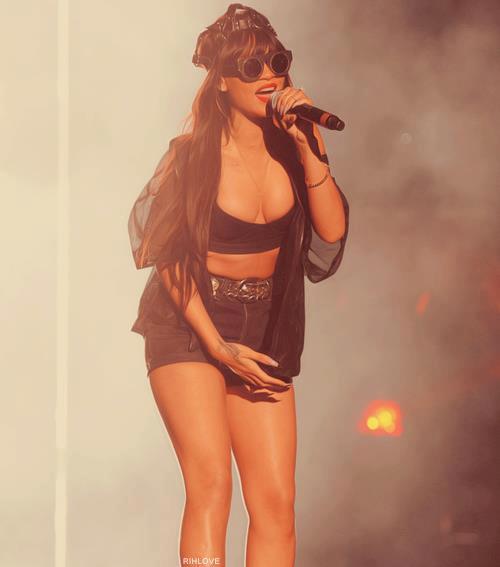 """[Video] Jay-Z & Rihanna """"Run This Town"""" In Hackney"""