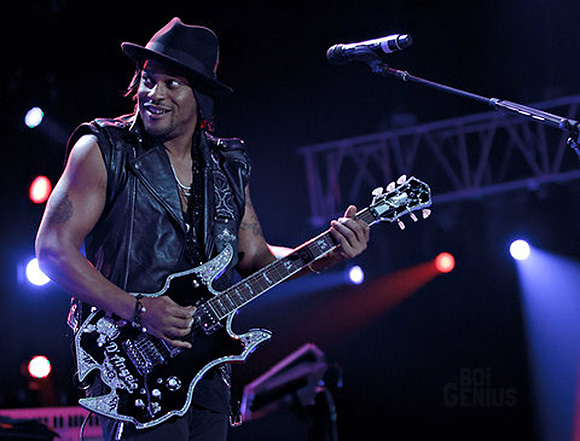 [Video] D'Angelo Returns to New Orleans, Performs 'How Does It Feel'