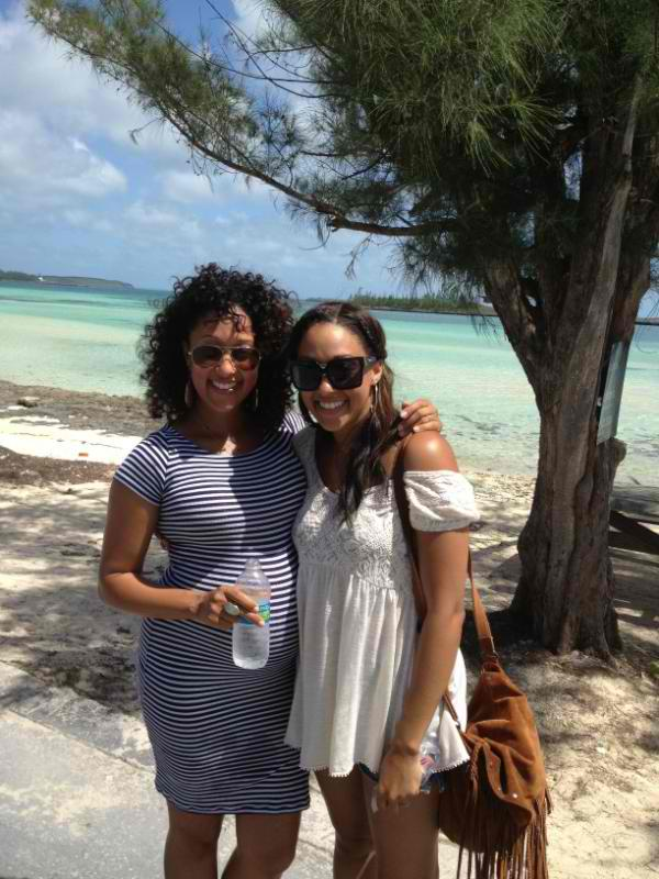 Tia and a pregnant Tamera Mowry were spotted vacaying on the Island of ...