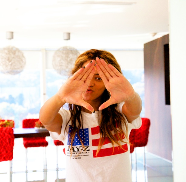 Beyonce Throws Up the Roc, LHHA's Joseline Gas Station Style + Usher Raymond Emerges