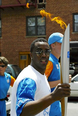 LA ANTORCHA DE LUCIFER - Página 9 Diddy-main-olympic-torch-the-jasmine-brand