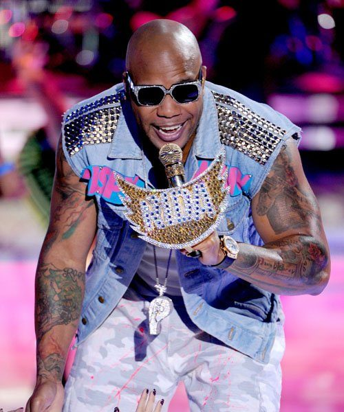 [Video] Flo Rida Performs 'Whistle' on Teen Choice Awards
