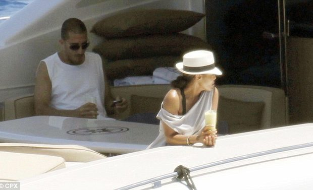 Kim Kardashian Forgets Her Make-Up, Janet Jackson Vacays With Her BF + More Celeb Stalking