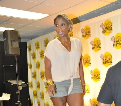 Mary J. Blige Goes Summer Chic x Rocks Short Shorts & Wedges