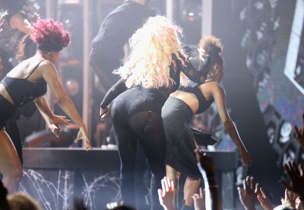 nicki minaj-bet awards performance-the jasmine brand