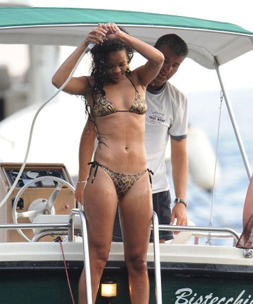 Snorkeling While Sexy, Rihanna Continues Her Mediterranean Vacay