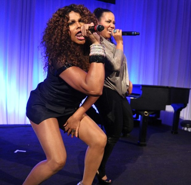 Stop & Stare : Salt-N-Pepa Get Flexible & Sexy During Performance