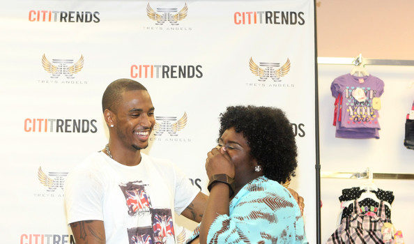 [Photos] Trey Songz Fans Get Uber Emotional During 'Citi Trends' Promo