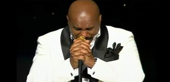 [Video] Steve Harvey Cries During Final Comedy Performance