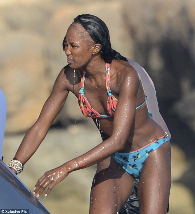 Look-Ma-No-Edges: Naomi Campbell's Shocking Hairline Exposed