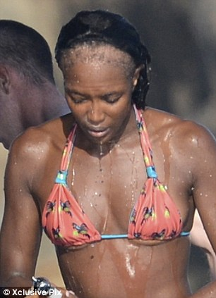 Look-Ma-No-Edges: Naomi Campbell's Shocking Hairline Exposed ...