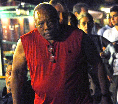 Quincy Jones Has Romantic Date With Pretty Young Thang + Peep His Muscle Game