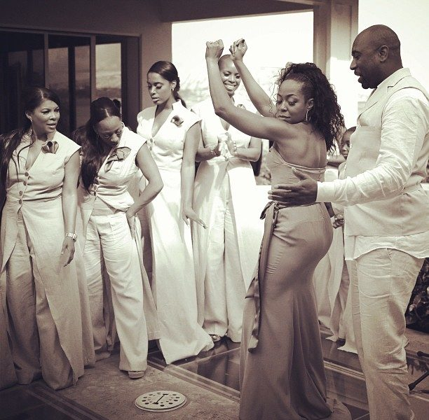 [Photos] Tichina Arnold & Hubby Jump the Broom in Hawaii