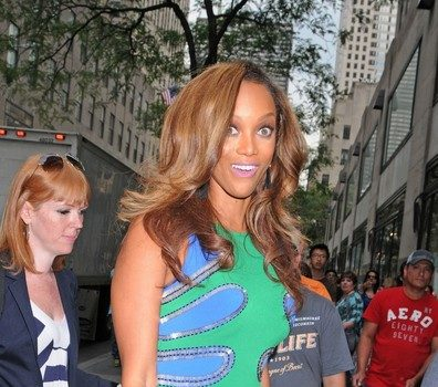 Tyra Banks Steps Out in Hip Hugging Dress for 'Late Show With Jimmy Fallon'