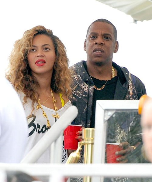Beyonce Reps Brooklyn, Hangs Out With Jay-Z At 'Made In America'