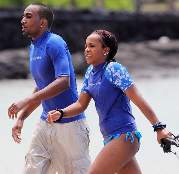 Bobbi Kristina & Boyfriend Nick Gordon Vacay in Hawaii