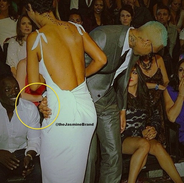 [Photos] Chris Brown & Rihanna Flirt & Kiss At VMA's