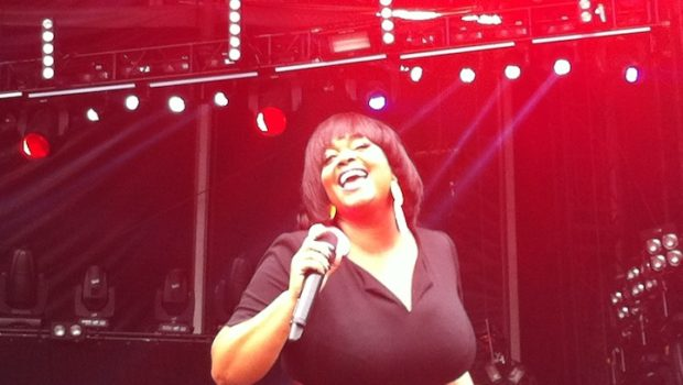 [Video] Jill Scott Brings Soul to 'Made In America' Festival