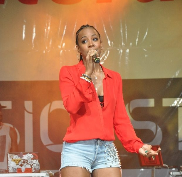 Haute or Hot A** Mess :: Kelly Rowland Rocks Cornrows