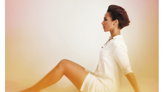 Alicia Keys Rocks Lingerie, Cuddles A Cat & Exudes Sexiness for 'Complex'