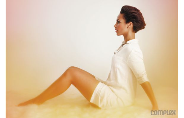 Alicia Keys Rocks Lingerie, Cuddles A Cat & Exudes Sexiness for 'Complex'