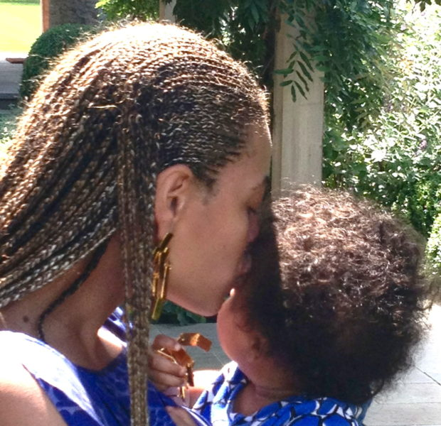 Beyonce Poses With Blue Ivy & Pens A Thanksgiving Message