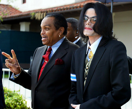 US pop star Michael Jackson (R) exits th
