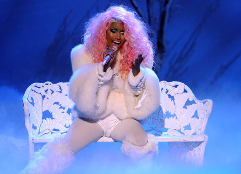 [Video] Nicki Minaj Brings Snow, Boots With the Fur & Church Choir to 'American Music Awards' Performance