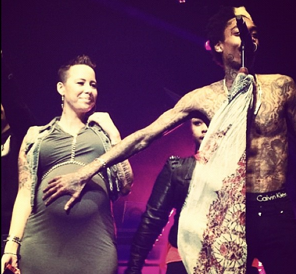 [Photos] Wiz Khalifa Shows Amber Rose's Belly Concert Love