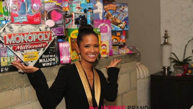 [Photos] Rocsi Diaz Spreads Hollywood Holiday Cheer to Hurricane Sandy Victims