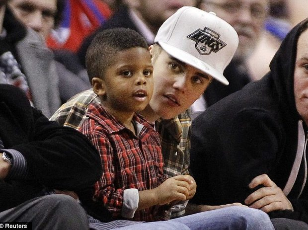 Kiddie Dopeness: Justin Bieber & Chris Paul's Son Kick It Court Side