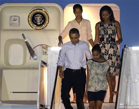 Spotted. Stalked. Scene. Obama Family Jets to Hawaii for Christmas