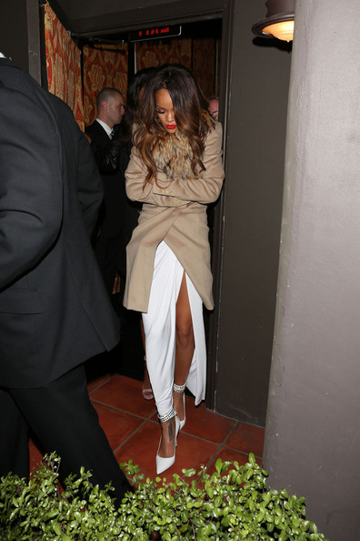 Rihanna+leaves+Grammy+after+party+Mozza+before+the- jasmine- brand
