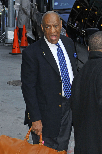 Bill-Cosby-gives-funny-faces-fans-headsout+the-jasmine-brand