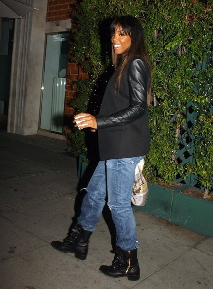 Kelly Rowland Hangs Out Late In La, J.Lo & Chris Brown Kick It In the Studio