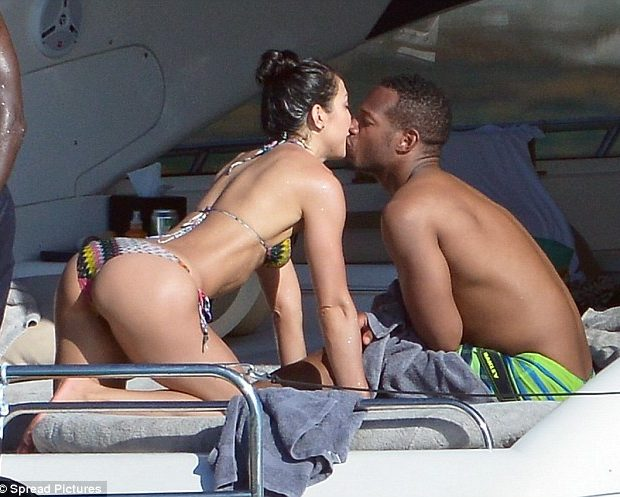 Ear Hustlin' : Marlon Wayans Caught Cup Cakin' On Vacation With Another Woman