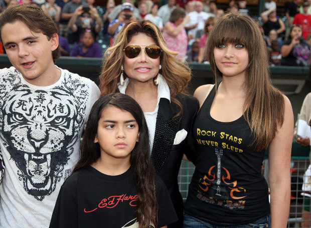 LaToya Jackson Wants MJ's Kids On Her New Reality Show + Fabolous Comes to Chris Brown's Defense