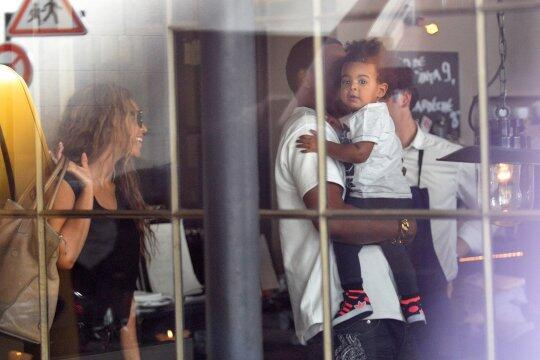 b-jay-z-blue ivy-beyonce-lunch in paris 2013-the jasmine brand