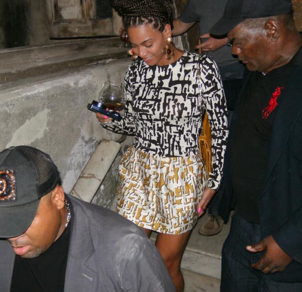 Kevin Hart has Pink Nipples, Beyonce Brings Box Braids to Cuba + More Celebrity Stalking