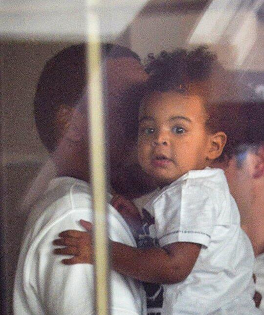 Look! Beyonce & Jay-Z Forget To Cover Blue Ivy's Face Up ...