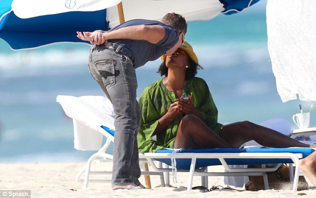kelly rowland-kissing-miami beach 2013-the jasmine brand