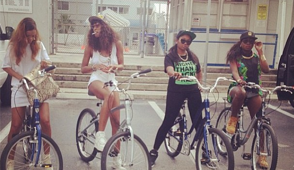 Smoke Something: Celebs Get High & Celebrate 4/20 Feat. Amber Rose, Rihanna, Willie Nelson & Snoop Dogg