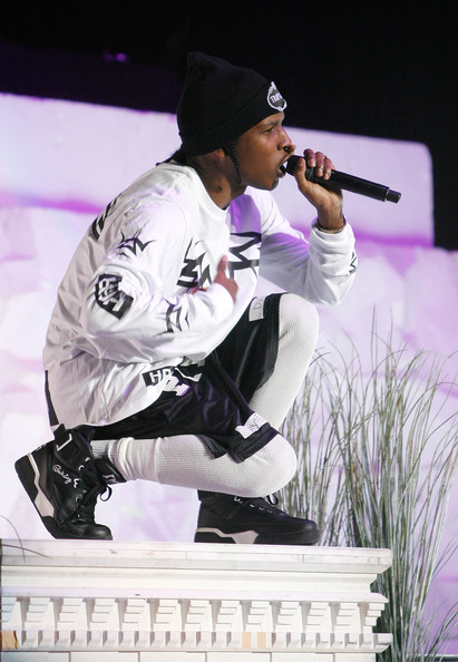 ASAP-Rocky-Opens-Rihanna-Diamonds-World-Tour-the-jasmine-brand(2)